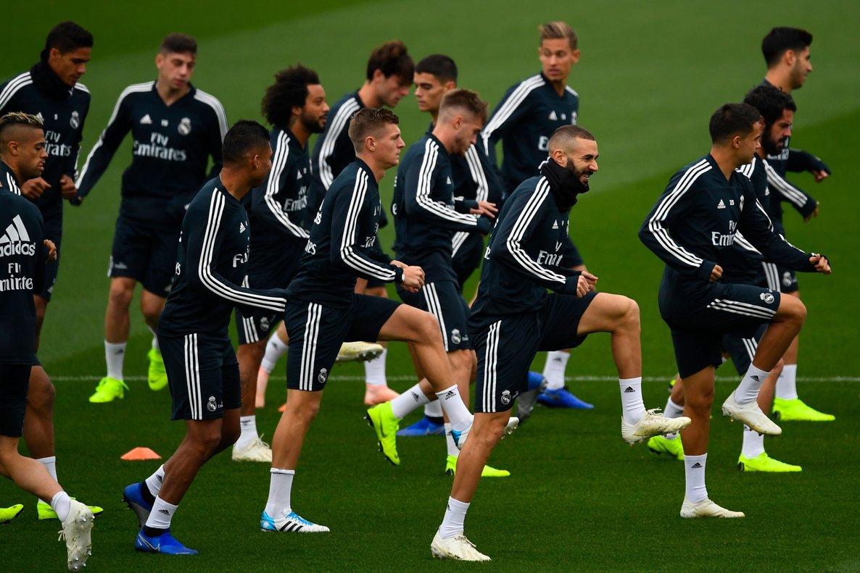 Los jugadores del Real Madrid durante el último entrenamiento antes del clásico.