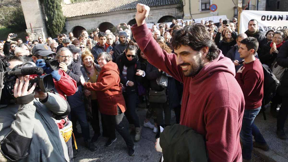 El alcalde de Verges, Ignasi Sabater (CUP), ha quedado en libertad después de pasar cerca de seis horas en la comisaría de la Policía Nacional.