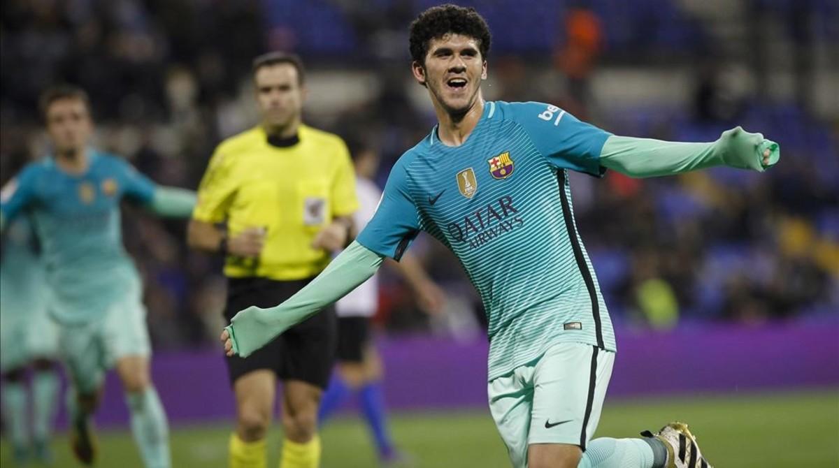 Aleñà celebra su gol al Hércules en el Rico Pérez de Alicante.