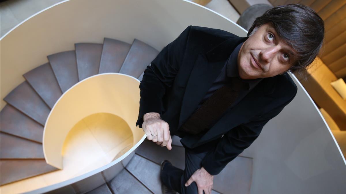 Andrés Barba, poco antes de la lectura del jurado del Premio Herralde.