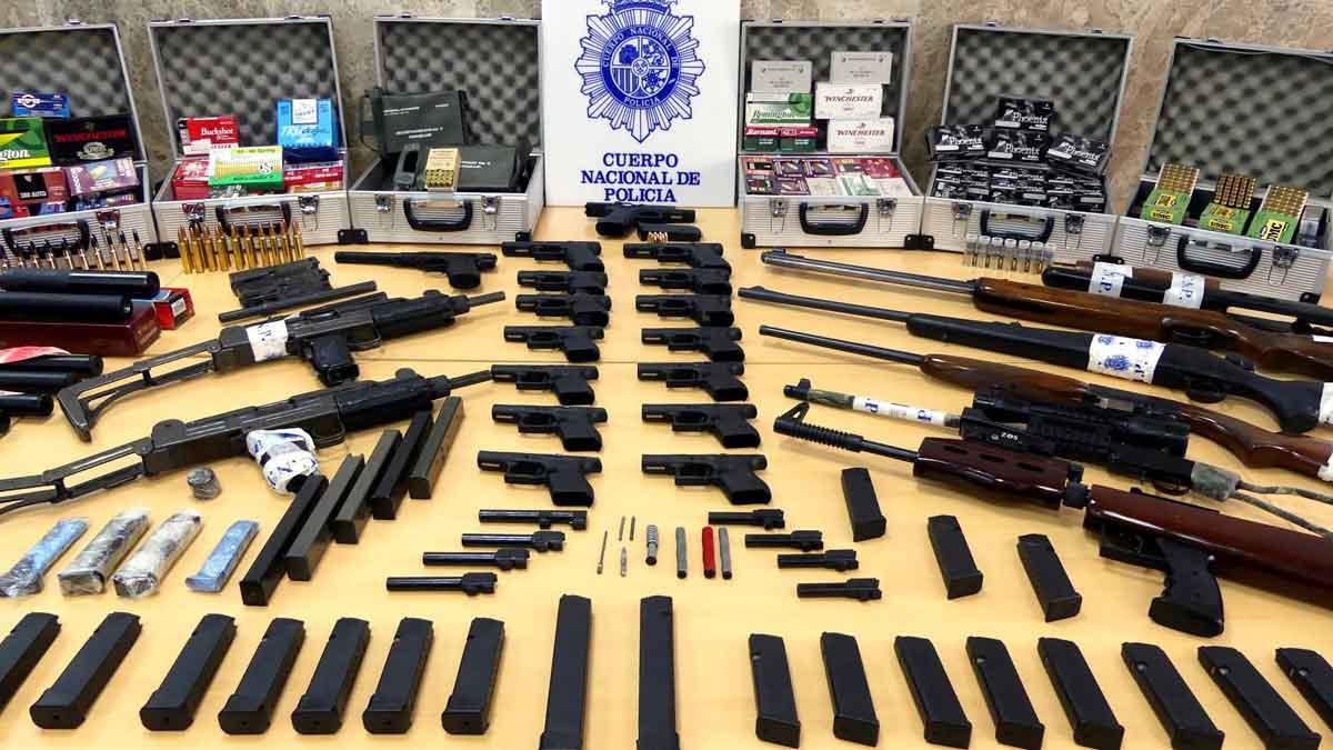 Desmantellen una xarxa que adquiria armes per peces i després les reconstruïa per vendre-les
