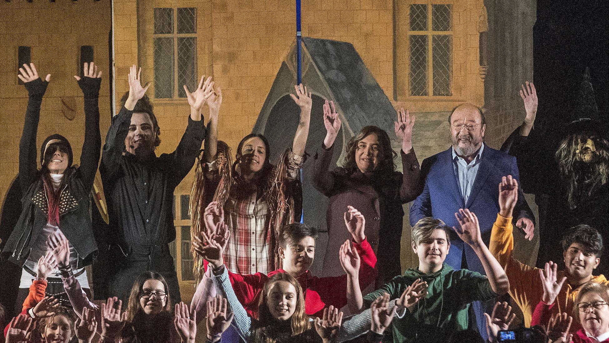 Ada Colau procede al encendido de las luces de Navidad desde Sant Andreu