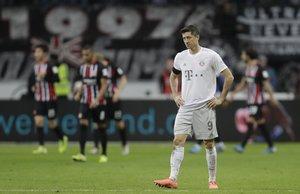 Robert Lewandowski lamenta la derrota del Bayern.