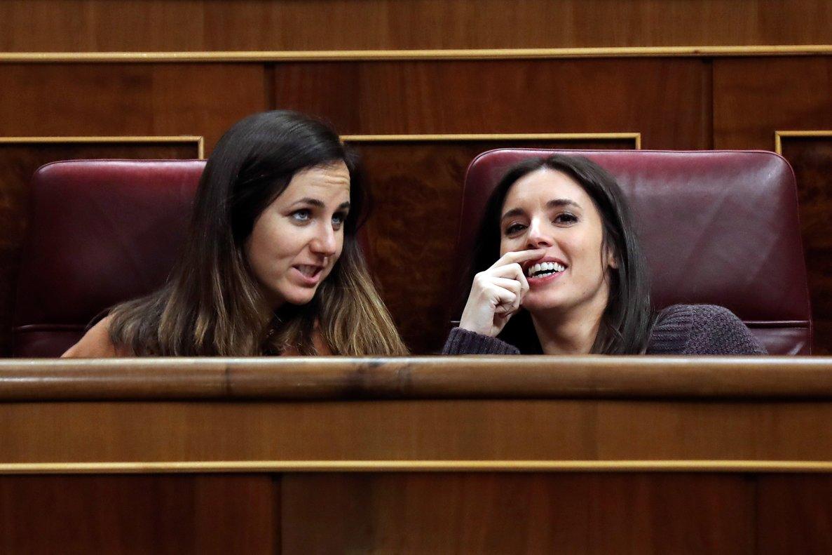 La portavoz de Unidos Podemos en el Congreso, Irene Montero, y su compañera de partido, Ione Belarra.