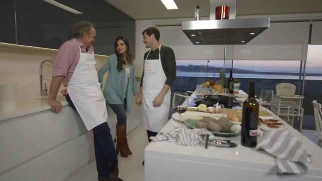 Bertín Osborne, con Iker Casillas y Sara Carbonero en En la tuya o en la mía.