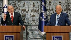 Binyamin Netanyahu, a la izquierda, con el presidente Reuven Rivlin.
