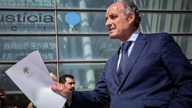 """Camps acusa Puig i Oltra de """"persecució política"""" i el jutge de la Mata de fer una interlocutòria """"sense cap ni peus"""""""