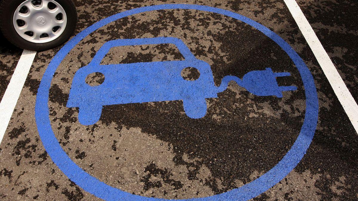 El coche fósil se extinguirá en 2040y en 2050solo podrán circular coches eléctricos.