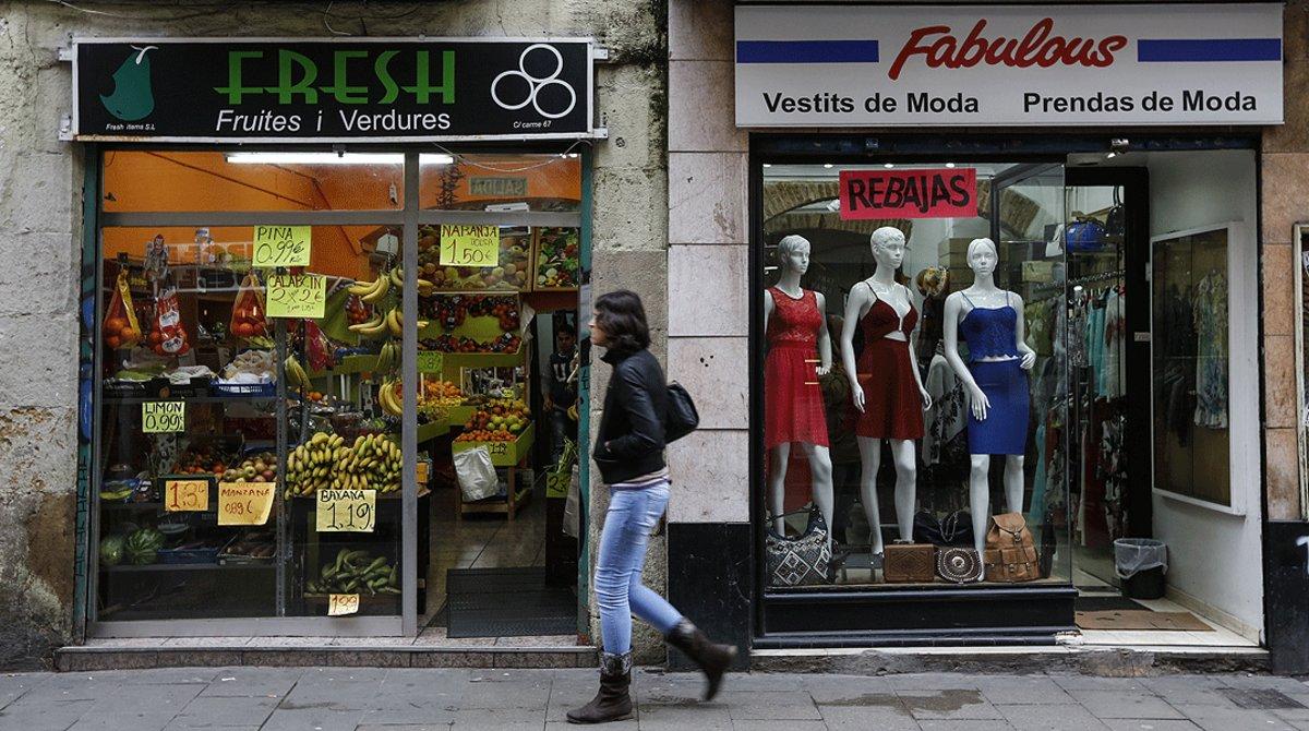 Comercios con rótulos en inglés, en le centro de Barcelona.