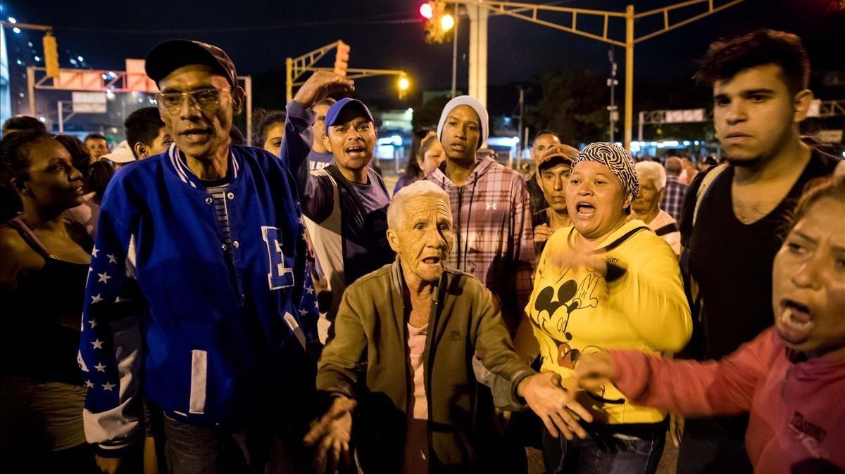 Venezuela vive una Navidad con protestas por la escasez degas doméstico, alimentos y agua.