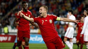 Gerard Deulofeu celebra un gol en un partido con la selección españolasub-21.