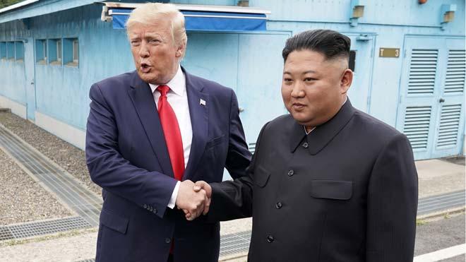Donald Trump celebra un histórico encuentro con Kim Jon-un en la zona desmilitarizada entre las dos Coreas.