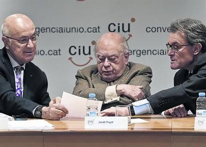 Duran, Pujol y Mas, en la reunión de la cúpula de CiU, ayer en Barcelona.