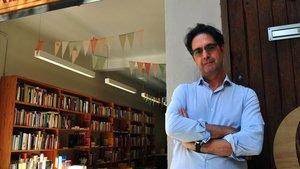 El escritor Vicenç Pagès, en la librería Calders de Barcelona, donde presentó Exorcismes.
