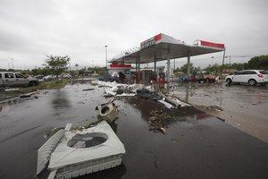 Tornados y fuertes lluvias ocasionan daños materiales muy graves en los EEUU. AP