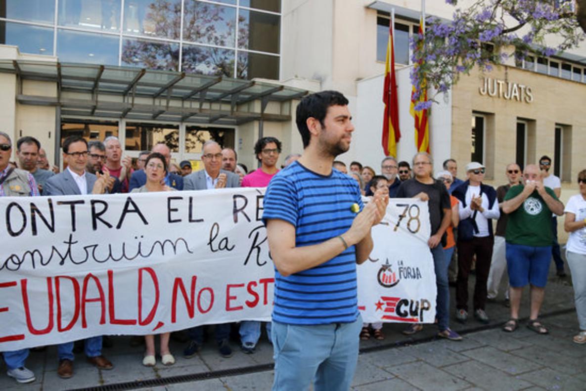 Eudald Calvo, delante de los Juzgados de Mataró.