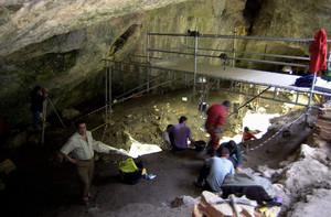 Excavaciones en el Portalón de la Cueva Mayor, en el yacimiento de Atapuerca, en una imagen de archivo.