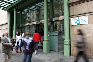 Puerta principal de acceso al Hospital Clínic de Barcelona.