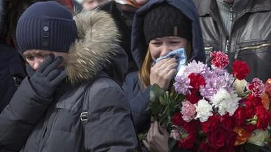 Rusia entierra a las víctimas del trágico incendio de Siberia en una jornada de duelo nacional