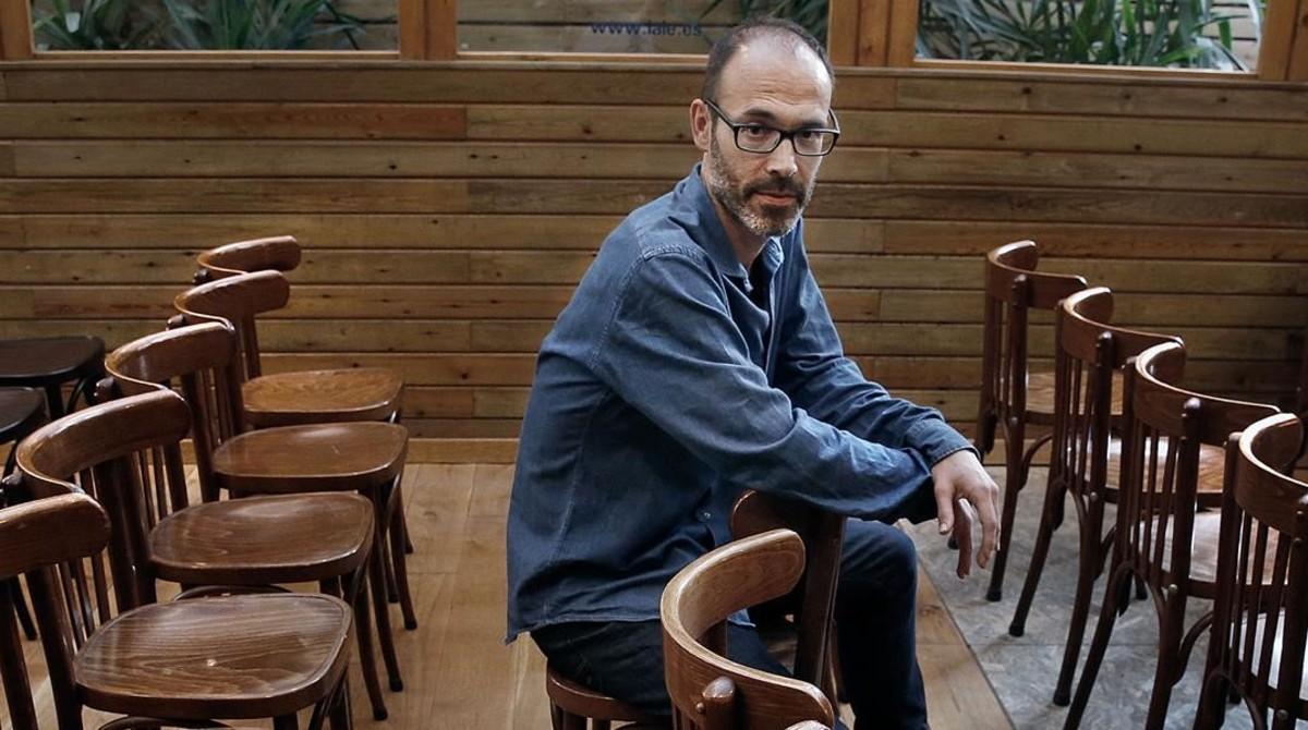 Gabi Martínez, minutos antes de la presentación en Laie. No quedó ni una silla libre.