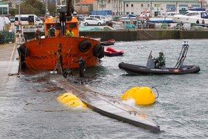 GRAF7687. CANGAS DE MORRAZO (PONTEVEDRA), 26/11/2019.- El fuerte viento que azota la zona de la península del Morrazo (Pontevedra) ha dificultado las labores de los equipos marítimos que trataban de reflotar el submarino hallado el pasado fin de semana en la Ría de Aldán con un cargamento de cocaína de unos 3.000 kilos en su interior.EFE/ Salvador Sas