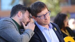 Gabriel Rufián y Carles Mundó en el mitin de ERC este sábado en Vilanova i la Geltrú (Barcelona).