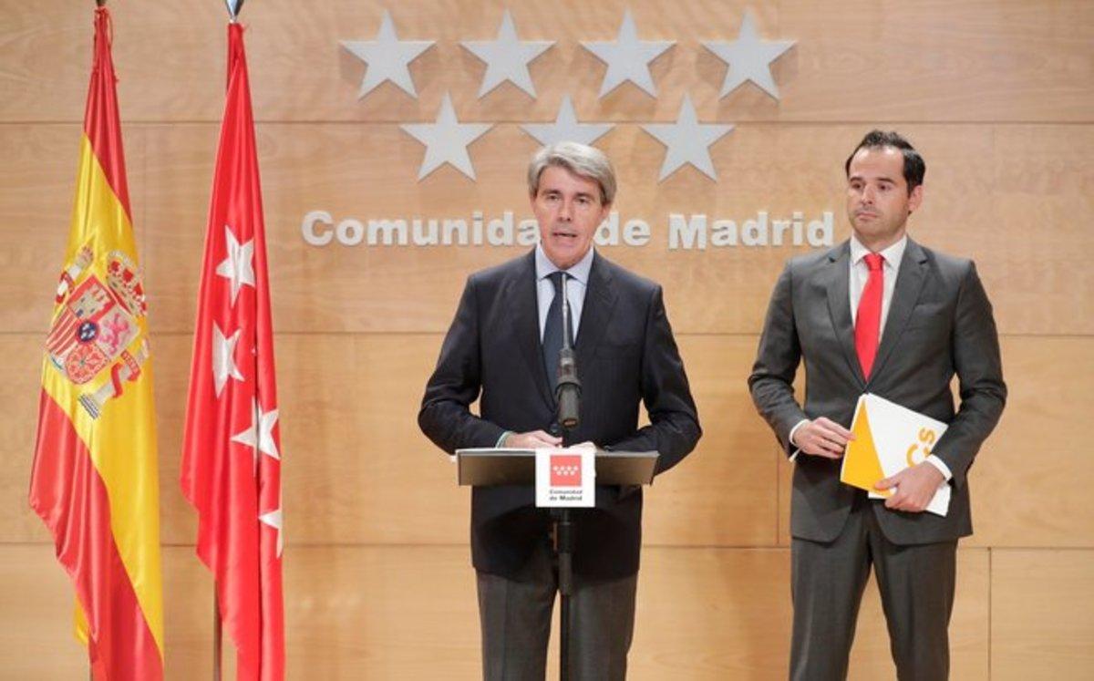 El expresidente de la Comunidad de Madrid, Ángel Garrido, junto al candidato de Ciudadanos al Gobierno regional, Ignacio Aguado.