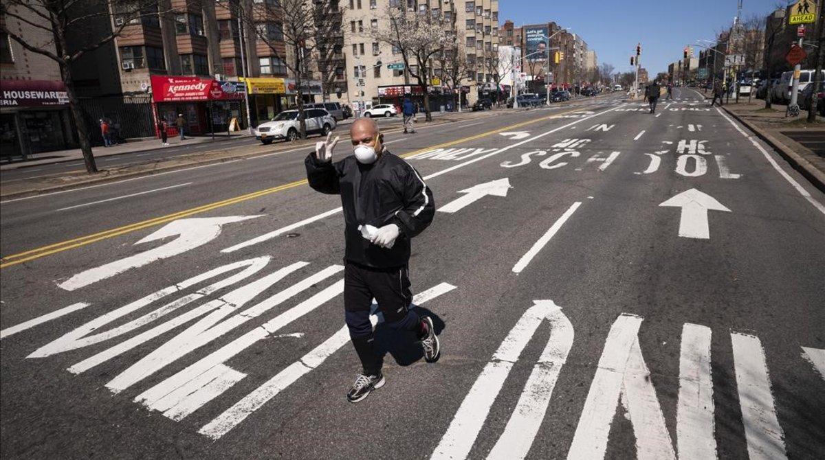 Un hombre en el Bronx, en Nueva York.