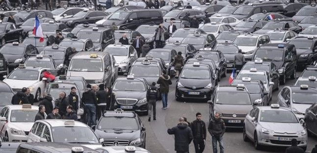 La huelga de controladores aéreos franceses obliga a cancelar el 20% de los vuelos