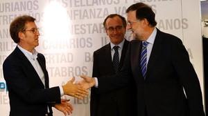 Mariano Rajoy, este lunes en el comité ejecutivo del PP, junto a los candidatos conservadores a las elecciones vascas y gallegas.