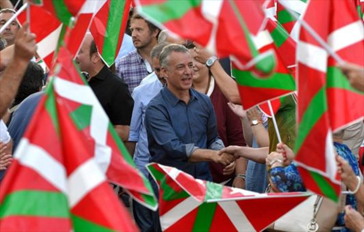 Ikurriñas 8Iñigo Urkullu, durante un mitin del PNV celebrado el pasado sábado, en Bilbao.