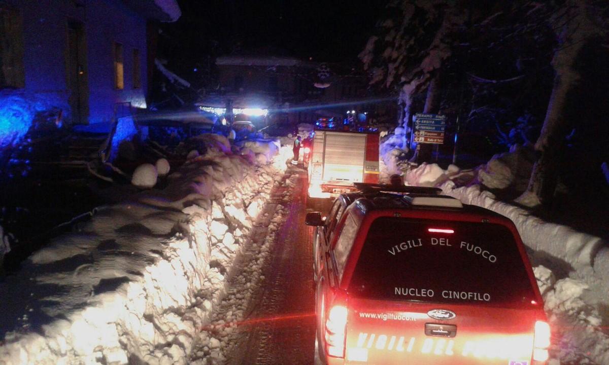 Equipos de emergencia se dirigen al resort.