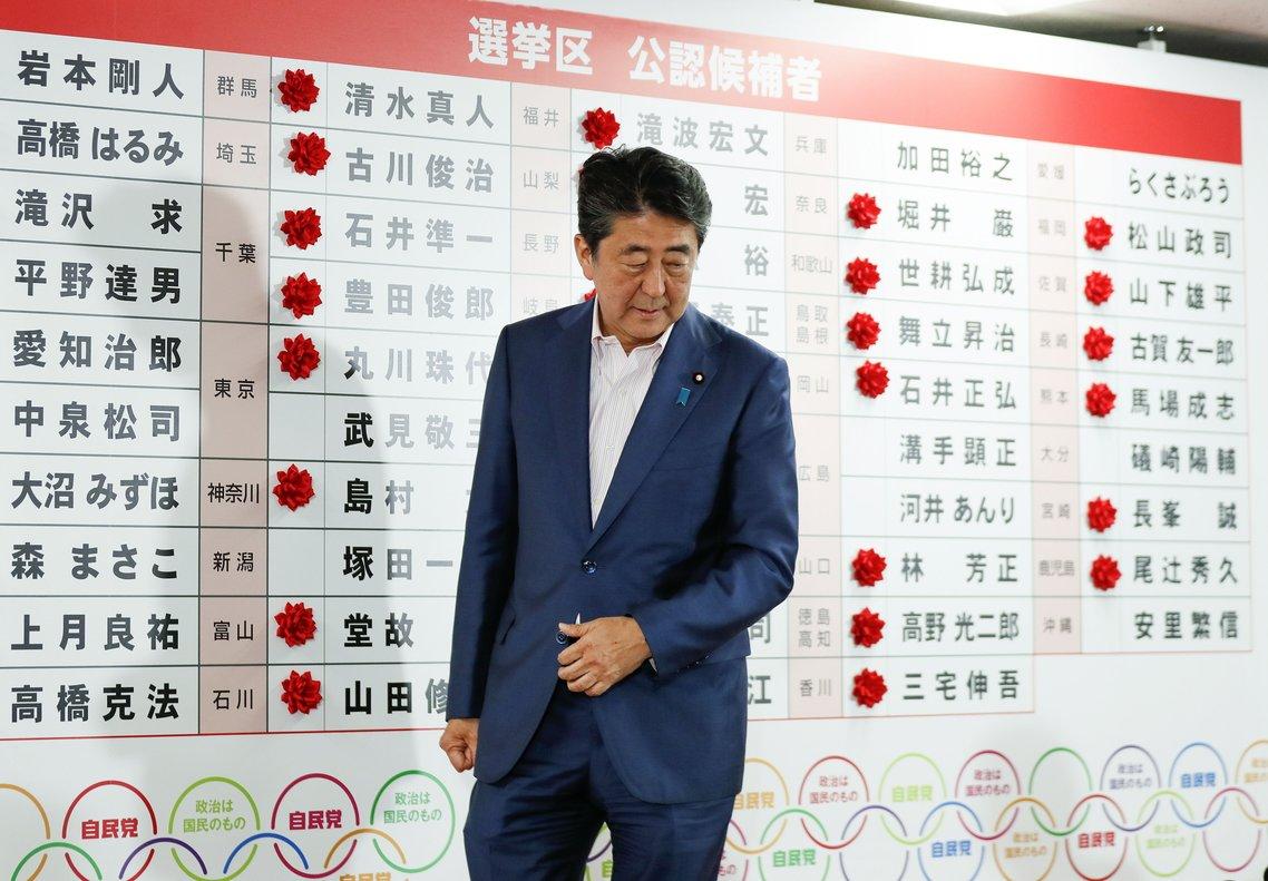 El primer ministro japonés, Shinzo Abe, durante las elecciones parlamentarias. EFE