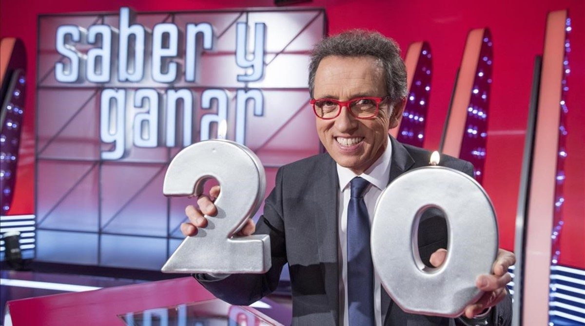 Jordi Hurtado, presentador de Saber y ganar, en el plató del concursode La 2.