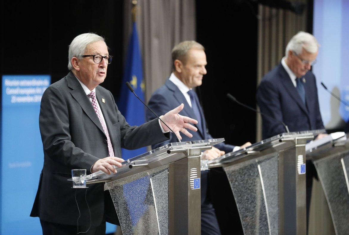 Juncker, Tusk y Barnier explican el acuerdo europeo sobre el brexit, el 11 de noviembre del 2018, en Bruselas.