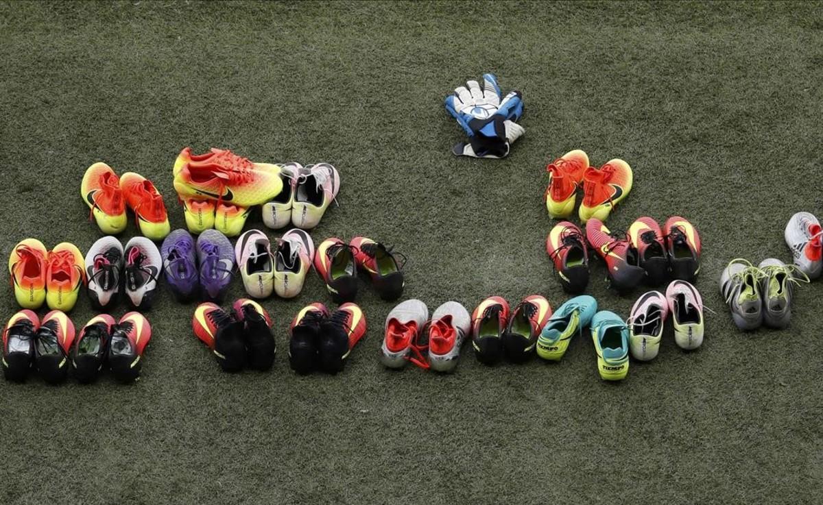 Las botas de fútbol de los jugadores de Turquía durante el entrenamiento.