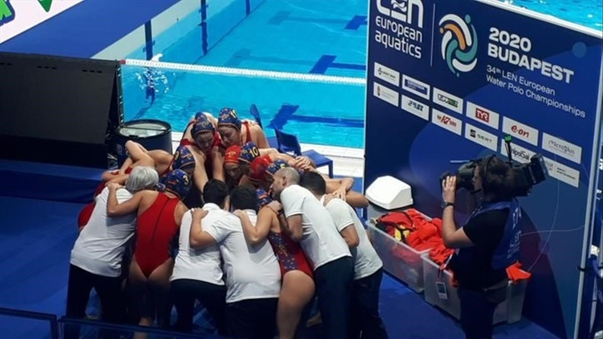 Las jugadoras españolas celebran el triunfo ante Italia en el Europeo