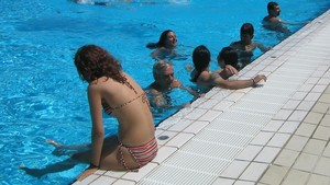 Las mujeres de L'Ametlla del Vallès decidirán si se permite hacer topless en las piscinas municipales.