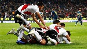 Los jugadores del River Plate celebran el gol del triunfo sobre Boca Juniors que les daba la Copa LIbertadores.
