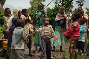 Los niños de Lalibela bailan la danza típica del norte del país.