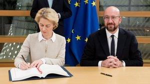 Ursula von der Leyen y Charles Michel, han firmado este viernes el acuerdo del 'brexit'.