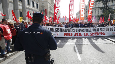 """Miles de pensionistas vuelven a la calle en España para reivindicar """"pensiones dignas"""""""