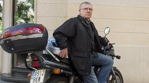 Mariano Lorrio, con domicilio en el Vallès, es uno de los miles de conductores que sufre los atascos matinales de entrada a Barcelona.