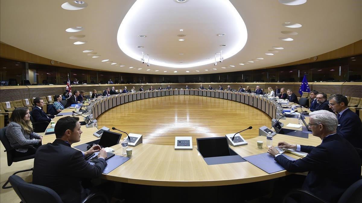 Mesa negociadora con las delegaciones de la UE y del Reino Unido, en Bruselas.