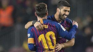 Messi y Suárez festejan un gol en el Camp Nou.
