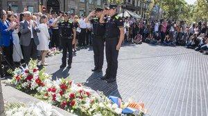 Miembros de la Guardia Urbana durante el acto de homenaje a lasvictimas de los atentados.