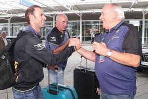 Mínguez, a la derecha, se despide de Valverde tras el éxito en el Mundial.