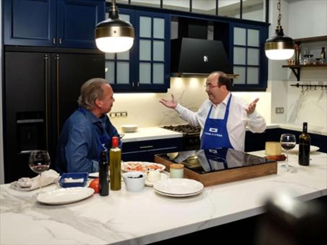 Miquel Iceta cocinando en el programa de Bertín Osborne.
