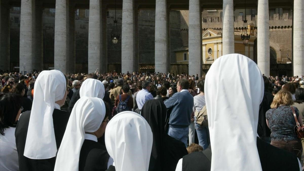 Un grupo de monjas, en la plaza de San Pedro del Vaticano, en una imagen de archivo.