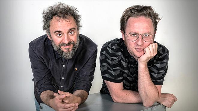 Dani Vega i David Carabén interpreten en acústic 'Qui més estima'.